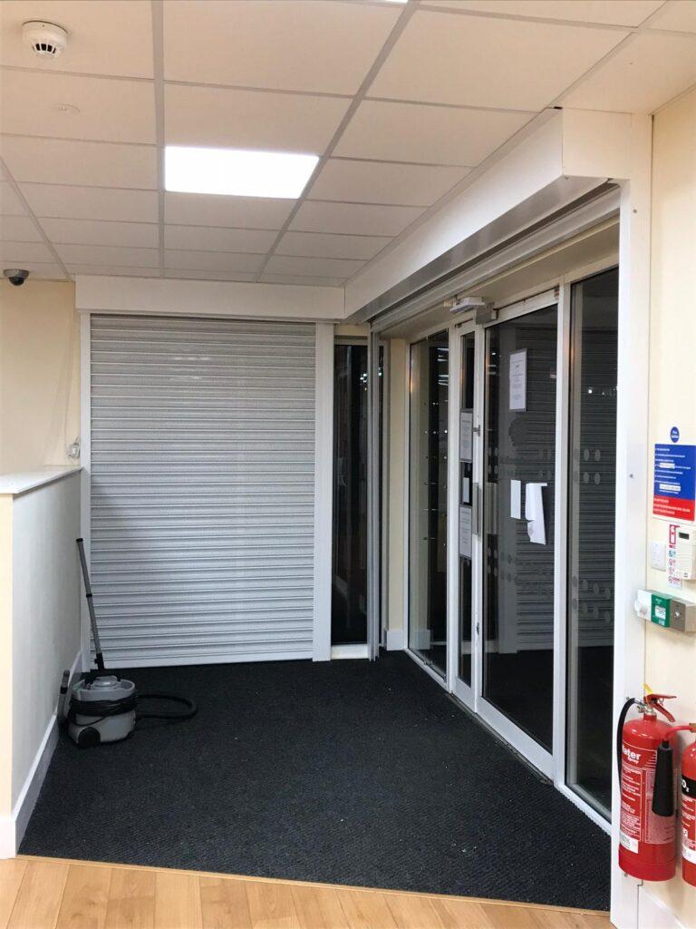 shop shutter fitter