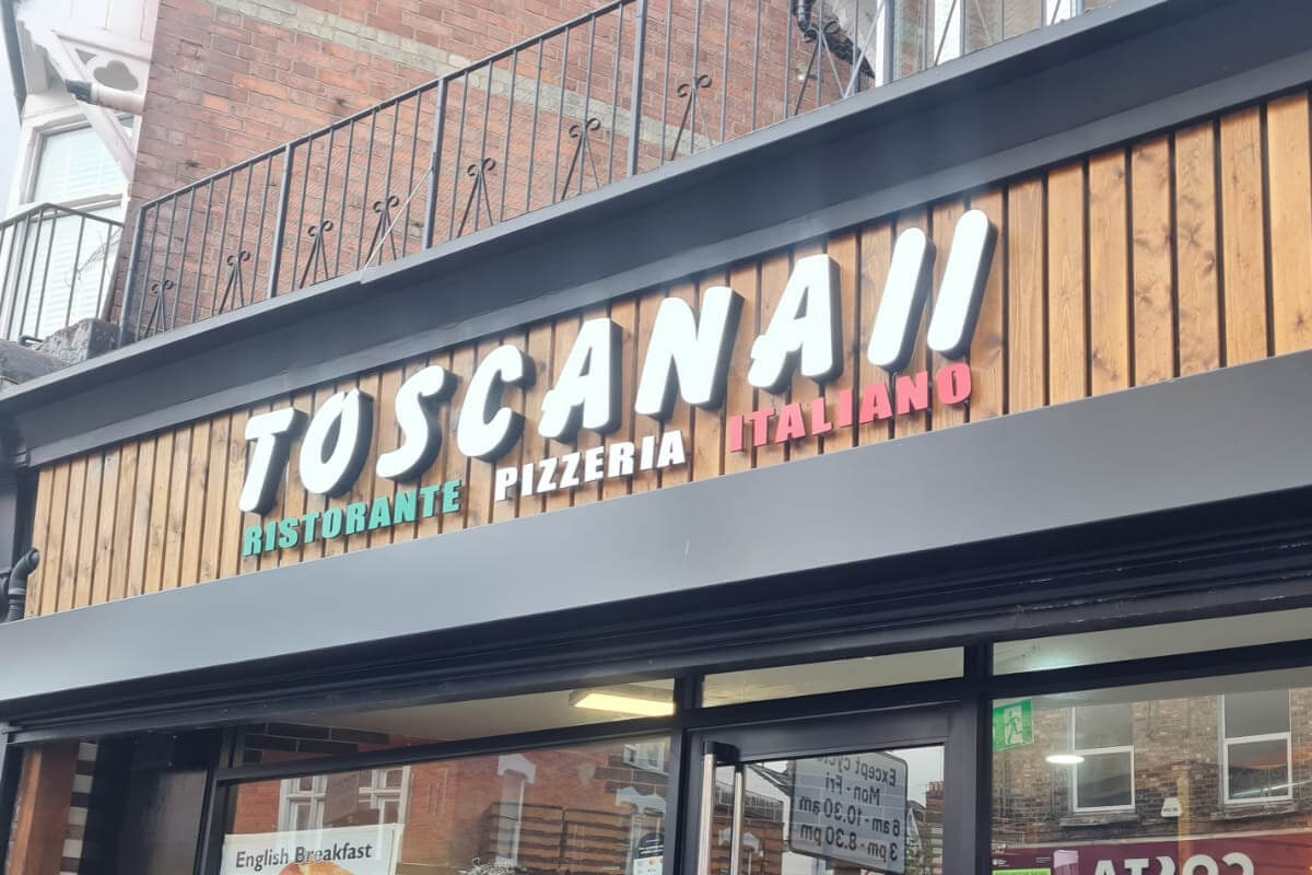 signboard design for pizzeria